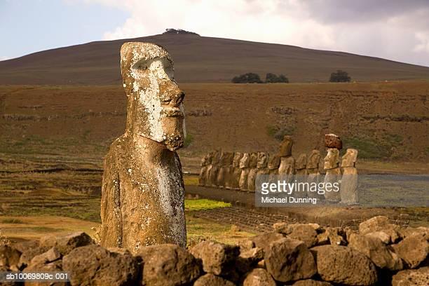chile, easter island, moai statues of ahu tongariki at dusk - rano raraku stock pictures, royalty-free photos & images