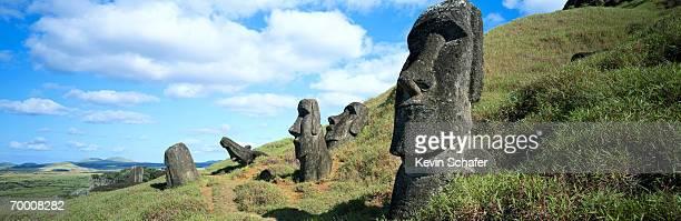 chile, easter island, rano raraku, moai statues - rano raraku stock pictures, royalty-free photos & images