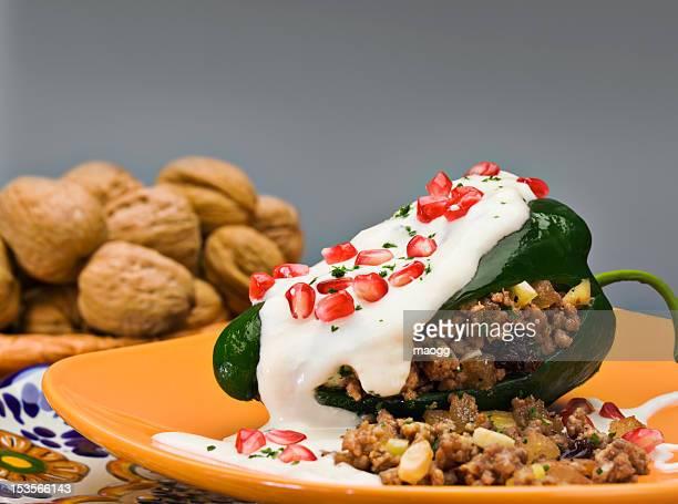 チリ en nogada (クルミ材のソース)