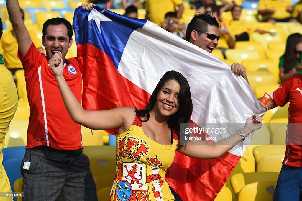 Spain v Chile: Group B - 2014 FIFA World Cup Brazil : Photo d'actualité