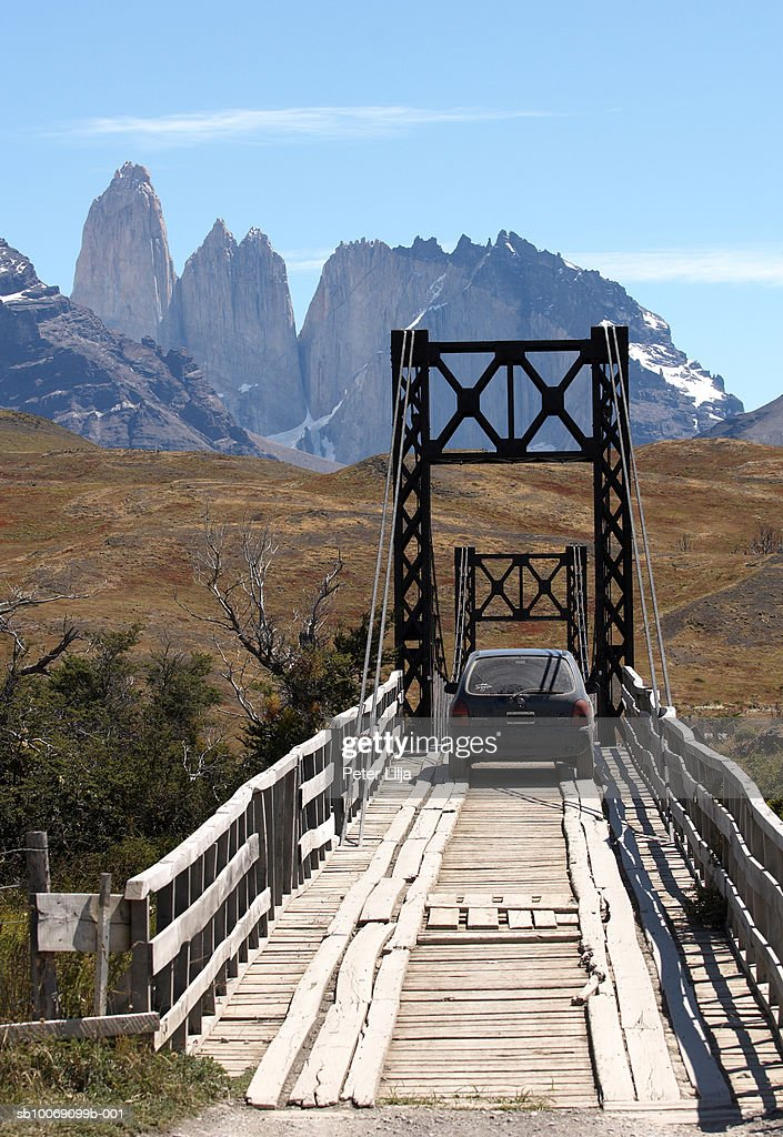 Chile, Patagonia, Torres del Paine, Car on bridge : Stockfoto