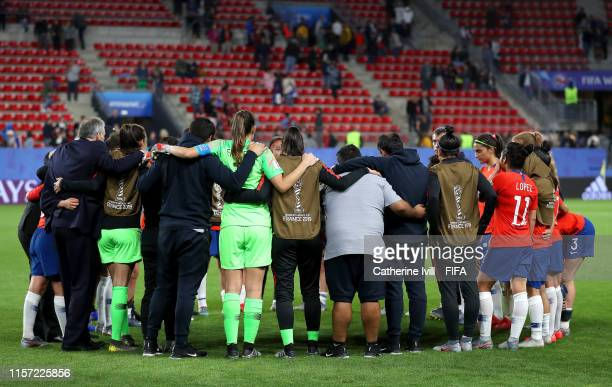 Chile players huddle after the 2019 FIFA Women's World Cup France group F match between Thailand and Chile at Roazhon Park on June 20 2019 in Rennes...