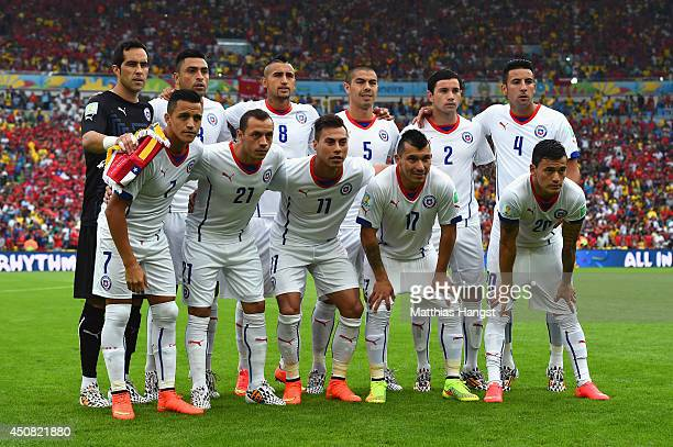 Chile pose for a team photo prior to the 2014 FIFA World Cup Brazil Group B match between Spain and Chile at Maracana on June 18 2014 in Rio de...