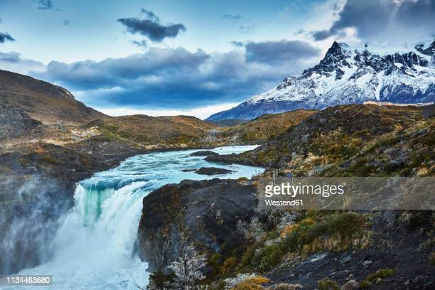 chile, torres del paine national park, cascada del rio paine, salto grande waterfall in front of torres del paine massif - chile fotografías e imágenes de stock