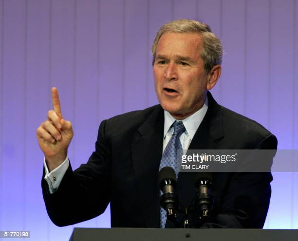President George W. Bush addresses the APEC Leaders Summit in Santiago, 20 November 2004. Asia-Pacific leaders opened an annual summit here Saturday,...