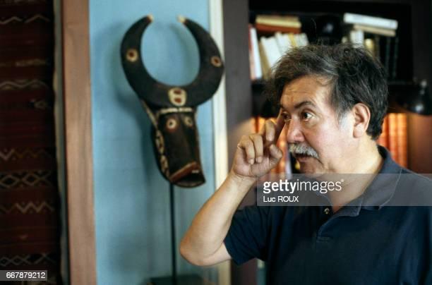 Chilean director Raoul Ruiz on the set of his film Genealogies d'un Crime