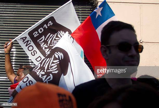 Chilean fans wait for the arrival of competitors to the podium of the 2014 Dakar Rally in Valparaiso Chile on January 18 2014 AFP PHOTO / Claudio...