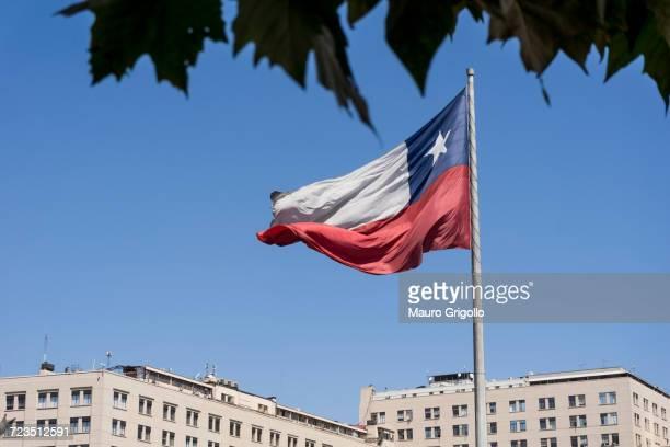 chilean flag flapping in wind, santiago de chile, chile - bandiera del cile foto e immagini stock