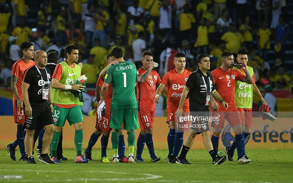 Chilean footballer leave the field at the end of their 2018 FIFA World Cup qualifiers football match against Colombia in Barranquilla, Colombia, on November 10, 2016. / AFP / Luis Acosta
