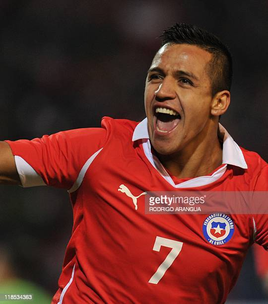 Chilean forward Alexis Sanchez celebrates after scoring against Uruguay during the 2011 Copa America Group C first round football match held at the...