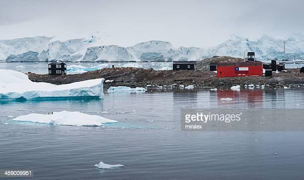 gonzález chileno videla base en paradise bay, antártida - antarctic sound fotografías e imágenes de stock