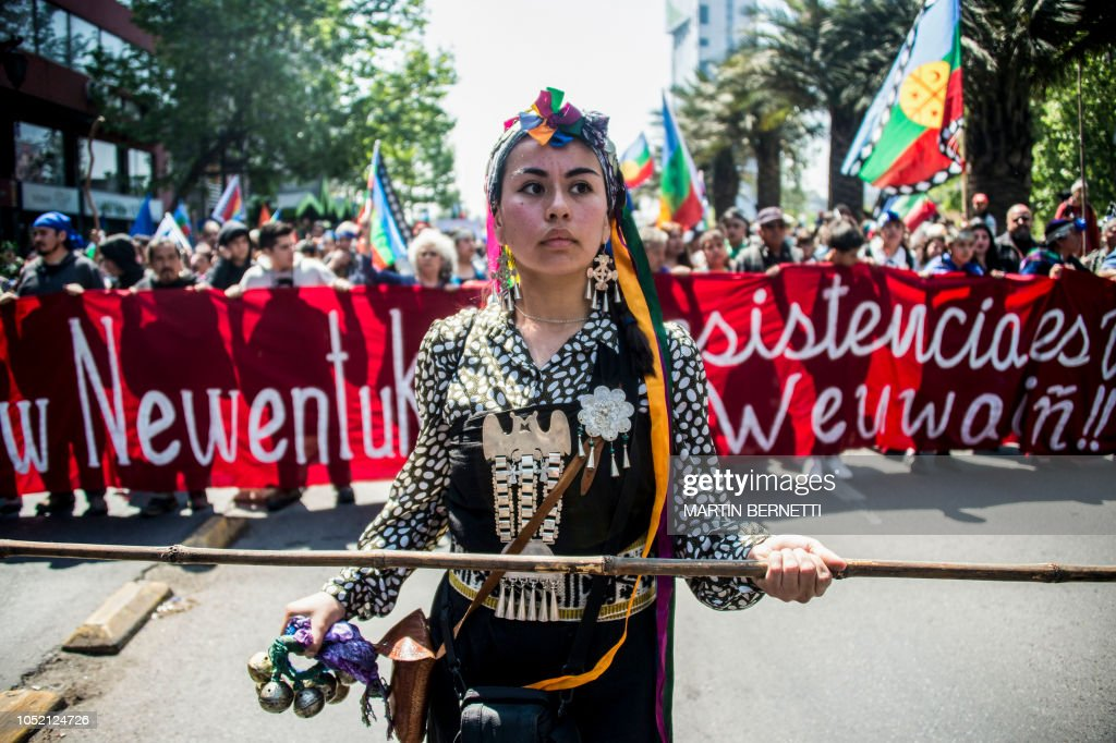 TOPSHOT-CHILE-MAPUCHES-PROTEST : News Photo