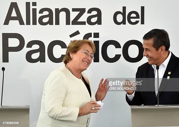 Chilean President Michelle Bachelet and her Peruvian counterpart Ollanta Humala joke about their national football teams and the ongoing Copa America...
