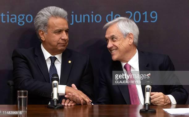 Chilean President Sebastian Pinera and his Ecuadorean counterpart Lenin Moreno shake hands during a joint press conference at La Moneda Presidential...
