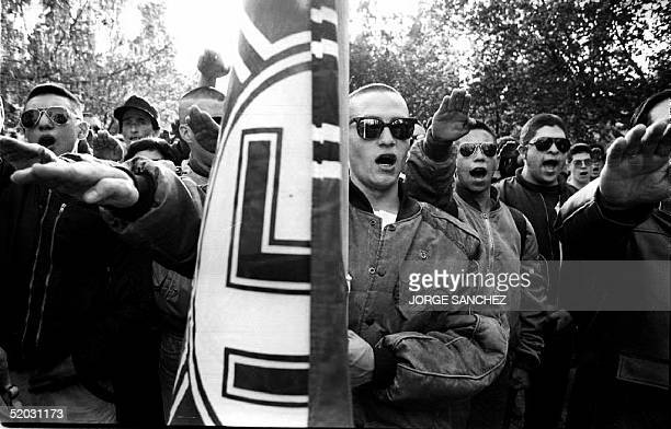 Chilean skinheads belonging to a local neonazi group give the nazi salute 05 September 1993 during a gathering at the General Cemetary as they...