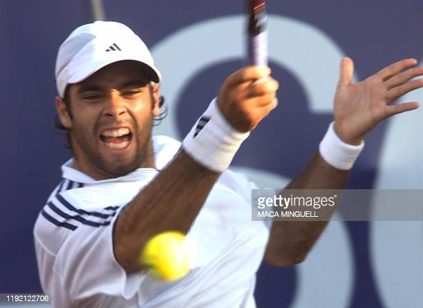 Chilean tennis player Fernando Gonzalez hits the ball during his match against Nicolas Lapentti during the ATP Tour VIna del Mar 2002 competition 17...