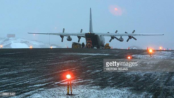 Chilean transport aircraft unloads cargo at Eduardo Frei Chilean base's airstrip in Antartica, 16 January, 2004. AFP PHOTO/ Victor ROJAS