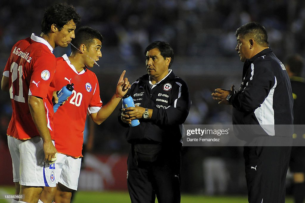 Uruguay v Chile - South American Qualifiers 2011