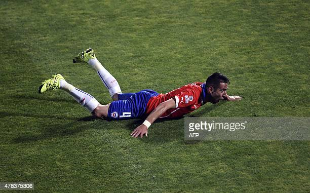 Chile's defender Mauricio Isla celebrates after scoring against Uruguay during their 2015 Copa America football championship quarterfinal match in...