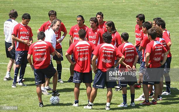 Chile's football team coach Argentinian Marcelo Bielsa gives instructions to his players during a training session in Santiago 16 November 2007 Chile...