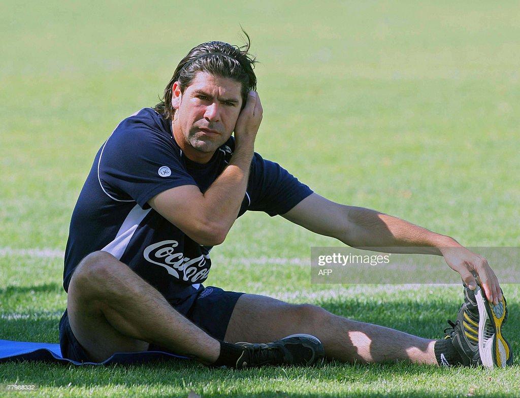 Chile's footballer Marcelo Salas stretch : News Photo