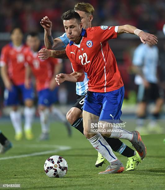 Chile's forward Angelo Henriquez vies for the ball with Argentina's midfielder Lucas Biglia during their 2015 Copa America final football match in...