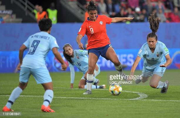 Chile's forward Maria Jose Urrutia vies with Thailand's forward Suchawadee Nildhamrong and Thailand's midfielder Pikul Khueanpet during the France...