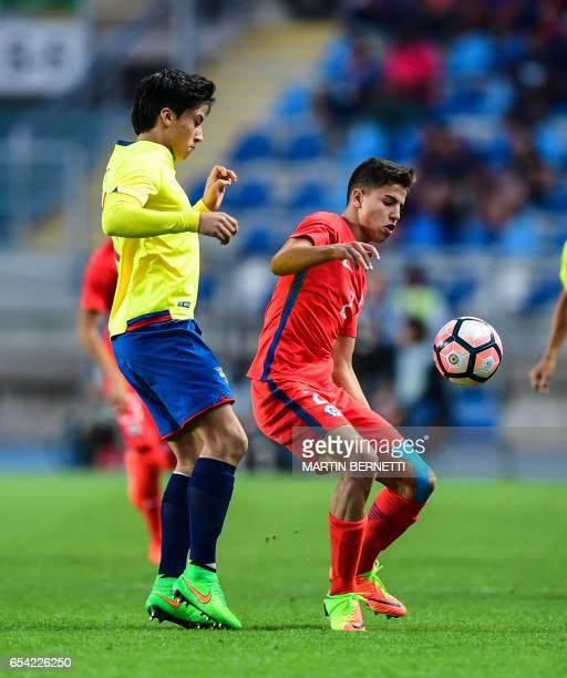 Chile´s Gaston Zuniga vies for the ball with Ecuador´s Antonio Diaz during their South American U17 football tournament match in Rancagua some 90 km...