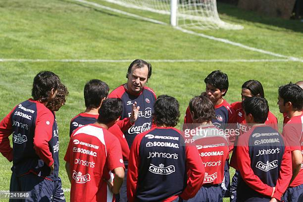 Chile's national team coach Argentine Marcelo Bielsa gives instructions to his players during a training session in Santiago 09 October 2007 Chile...
