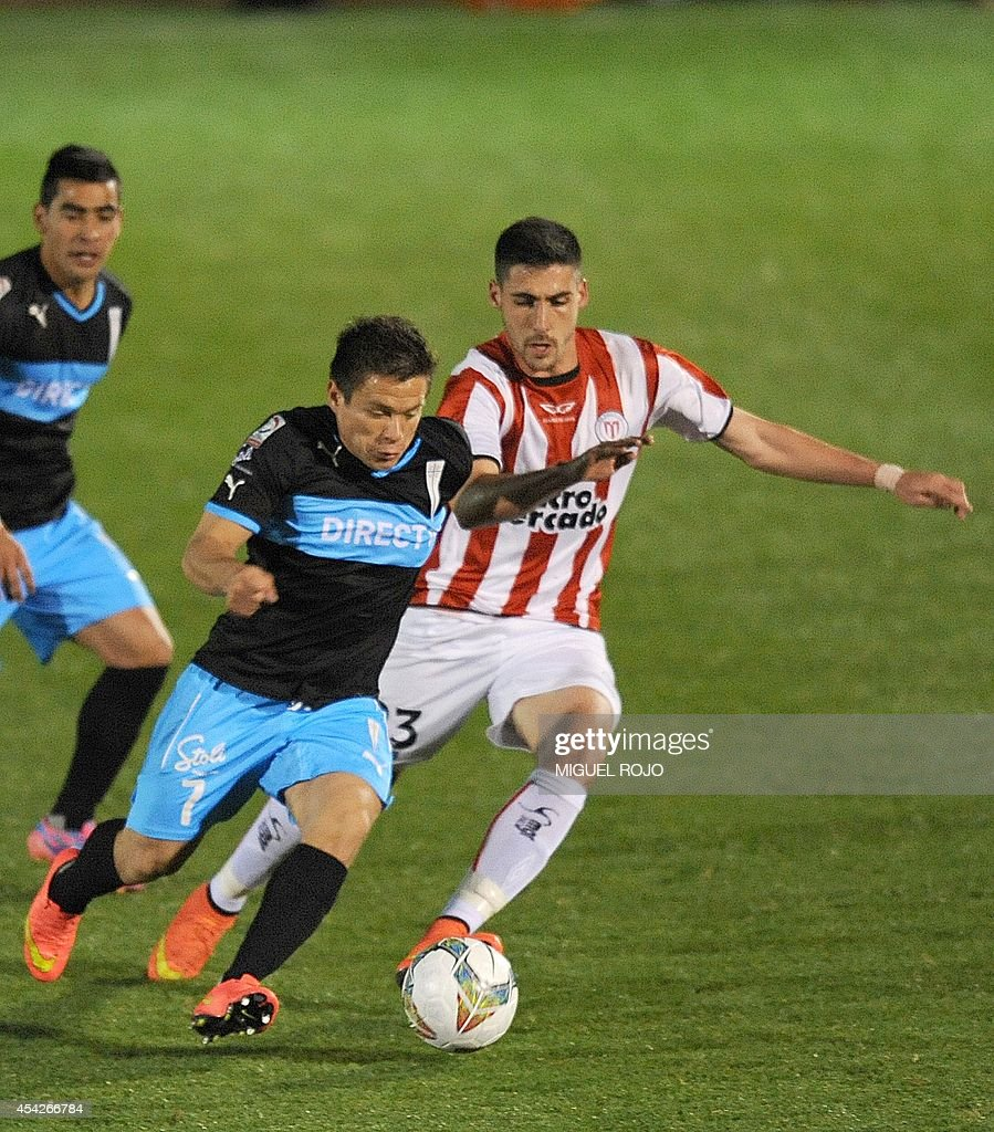 Chile's Universidad Catolica player Alvaro Ramos (L) vies for the ball with Uruguay's River Plate player Claudio Innella during their Copa Sudamericana football match at the Franzini stadium in Montevideo on August 27, 2014. AFP PHOTO / Miguel ROJO