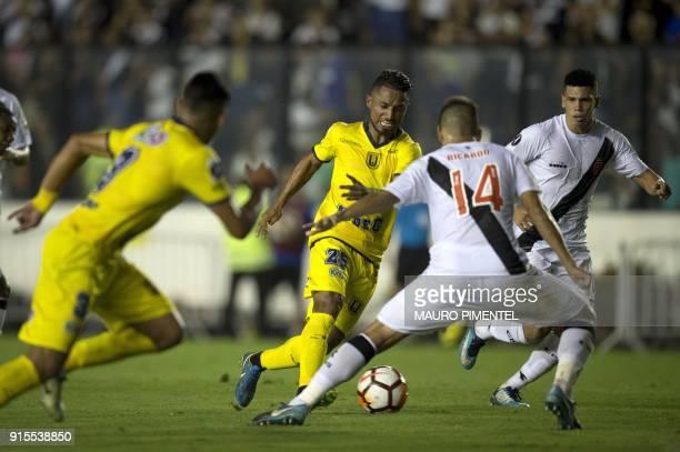 Chile's Universidad Concepcion player Cristian Amarilla vies for the ball with Brazil's Vasco da Gama player Ricardo Graca during their 2018...