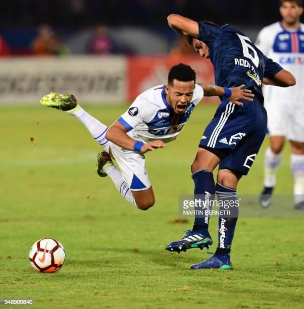 Chile's Universidad de Chile player Matias Rodriguez vies for the ball with Brazil's Cruzeiro Rafinha during their 2018 Copa Libertadores football...