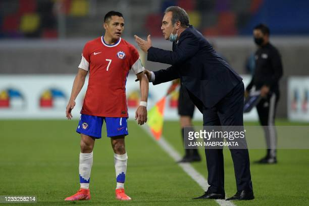 Chile's Uruguayan coach Martin Lasarte talks to footballer Alexis Sanchez during the South American qualification football match for the FIFA World...