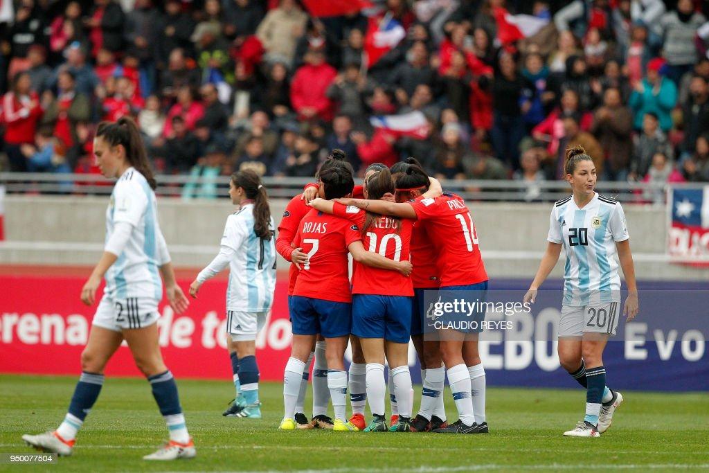 FBL-WOMEN-AMERICA CUP-ARG-CHI : News Photo
