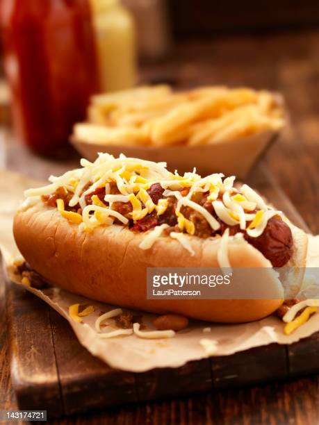 chili cheese dog - hot dog stock pictures, royalty-free photos & images