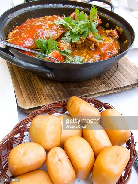 chili crab and fried buns - chilli crab stock photos and pictures