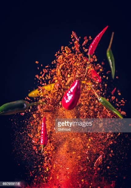 explosão de comida do pimentão spice mix - pimenta em pó - fotografias e filmes do acervo