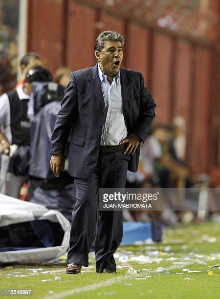 Chilian coach Carlos Reinoso of Mexico's CF America gestures during the Copa Libertadores 2011 group 3 football match against Argentinos Juniors of...
