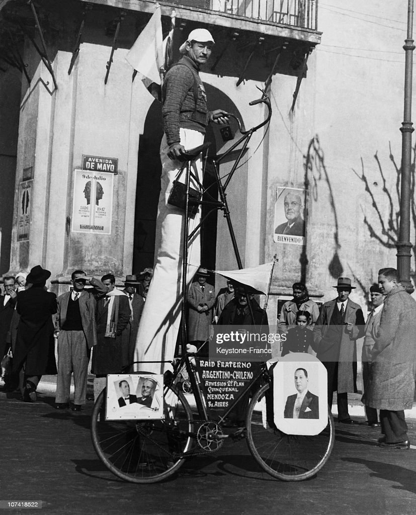 Chilian Cyclist On Stilts Cycling In Buenos Aires On July 1953 : News Photo