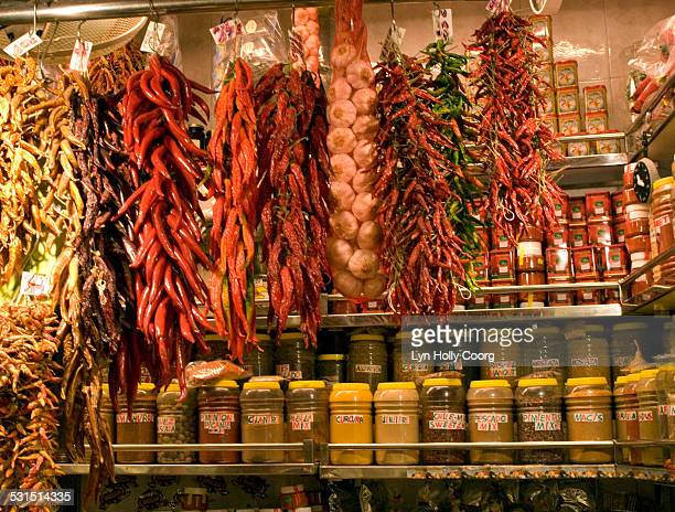 chilli and garlic stall mercado de la boqueria - lyn holly coorg stock photos and pictures