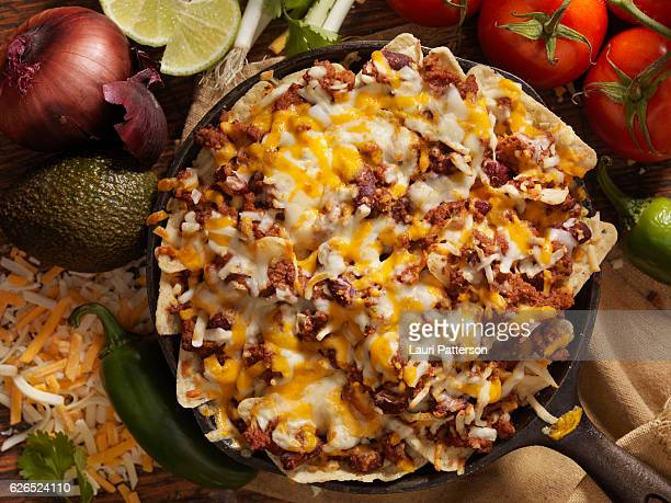 chilli cheese skillet nachos - nachos stock pictures, royalty-free photos & images