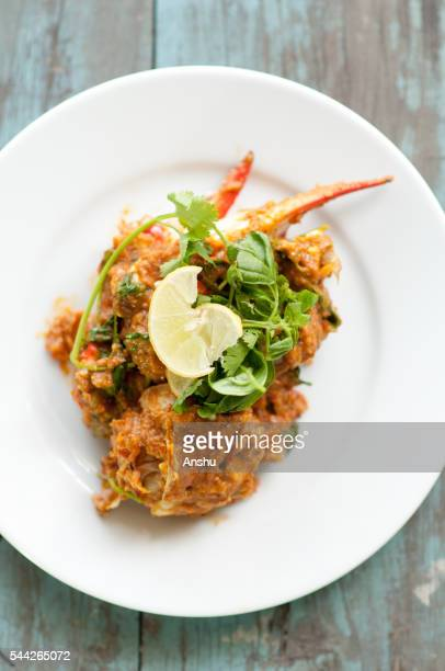 chilli mud crab with fried mantou, singapore cuisine - chilli crab stock photos and pictures