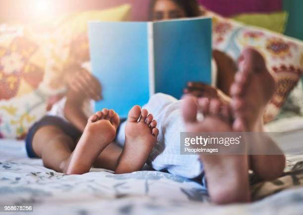 chilling with a relaxing read - barefoot stock pictures, royalty-free photos & images