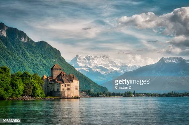 chillon scenery - castle stock-fotos und bilder