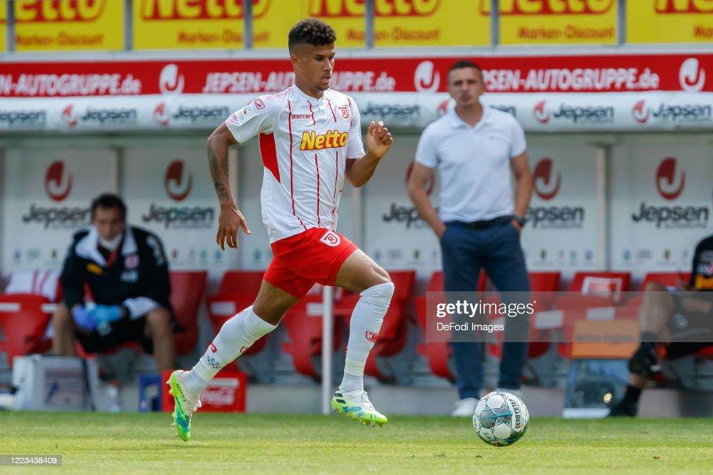 SSV Jahn Regensburg v FC Erzgebirge Aue - Second Bundesliga : News Photo