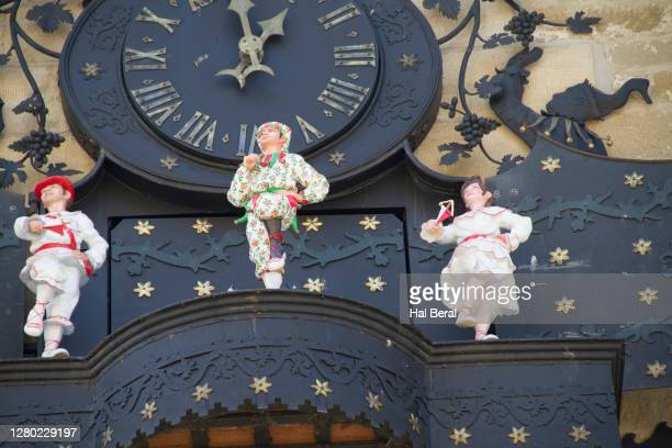 chiming clock with mechanical dancers on city hall - アラバ県 ストックフォトと画像