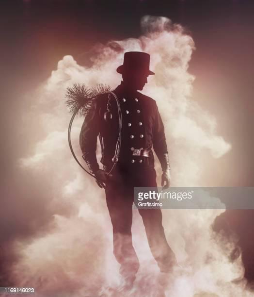 schornsteinfeger in traditioneller kleidung im nebel stehend - schornsteinfeger stock-fotos und bilder