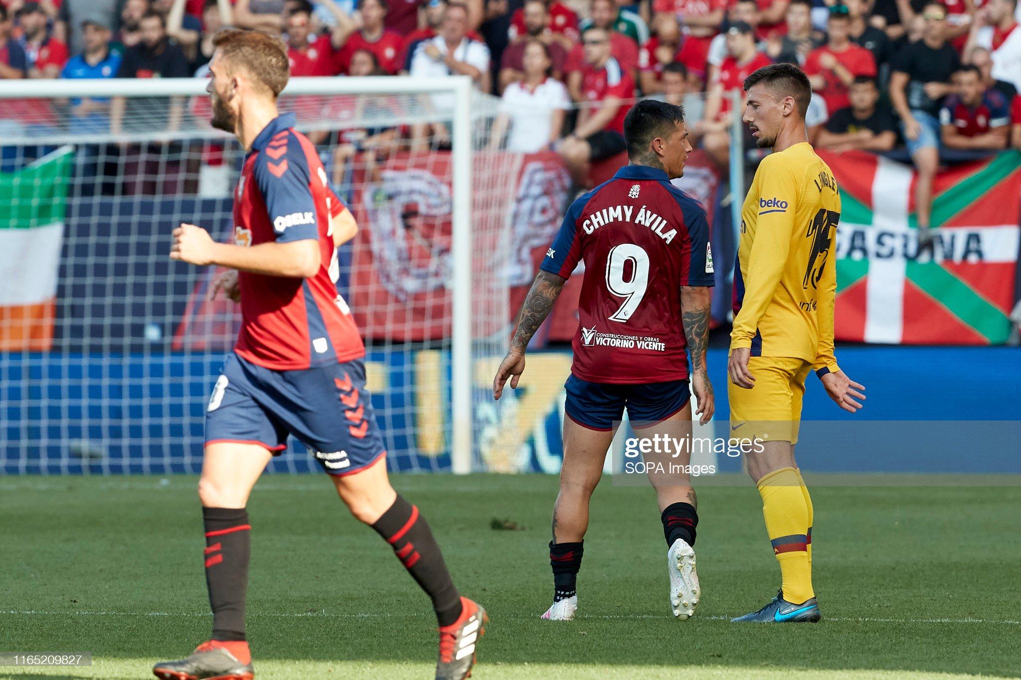 صور مباراة : أوساسونا - برشلونة 2-2 ( 31-08-2019 )  Chimy-avila-and-clement-lenglet-in-action-during-the-spanish-la-liga-picture-id1165209827?s=2048x2048