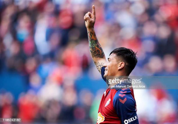 Chimy Avila of CA Osasuna celebrates after scoring his team's second goal during the Liga match between CA Osasuna and Deportivo Alaves at El Sadar...