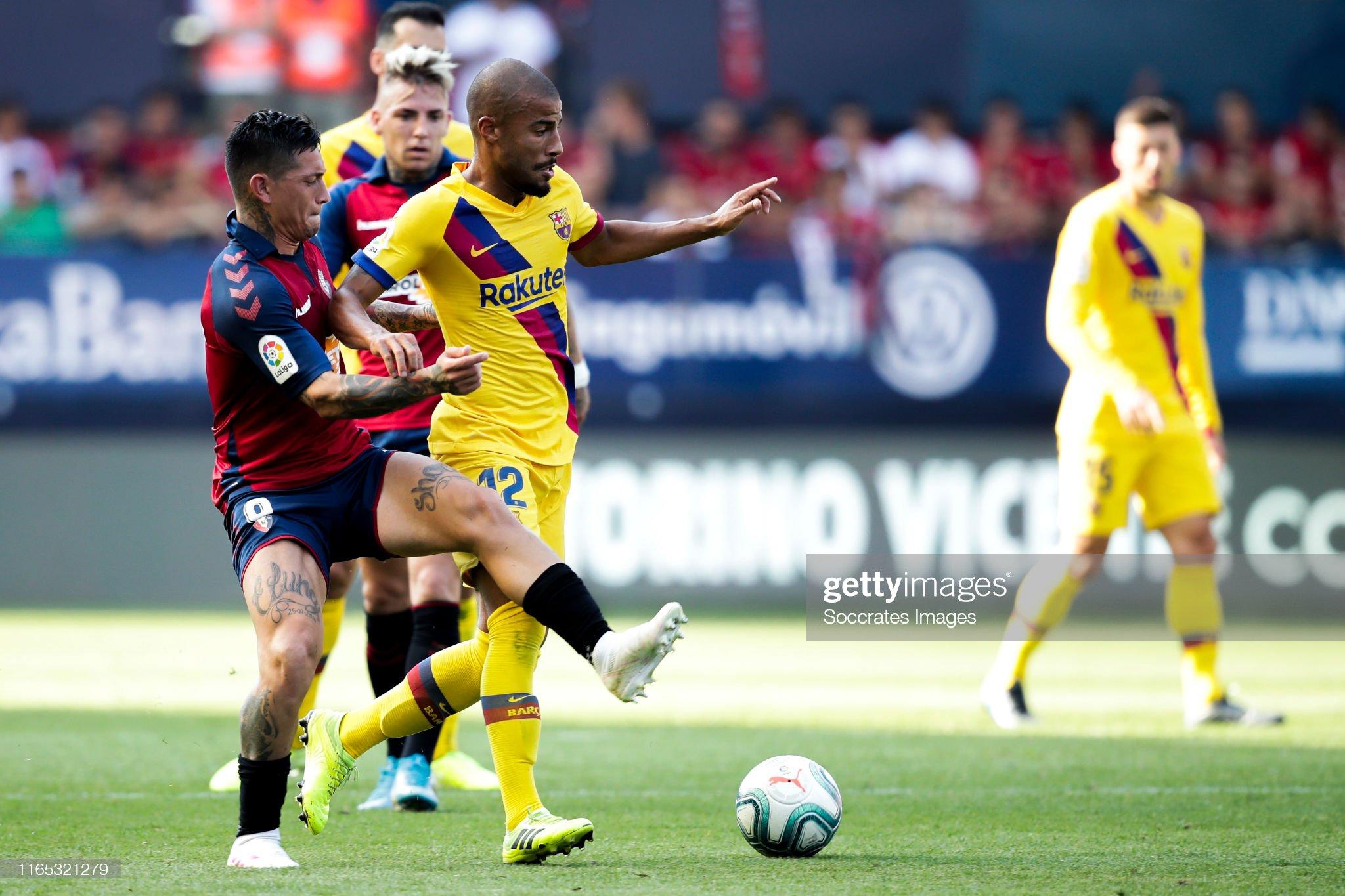صور مباراة : أوساسونا - برشلونة 2-2 ( 31-08-2019 )  Chimy-avila-of-ca-osasuna-rafinha-of-fc-barcelona-during-the-la-liga-picture-id1165321279?s=2048x2048